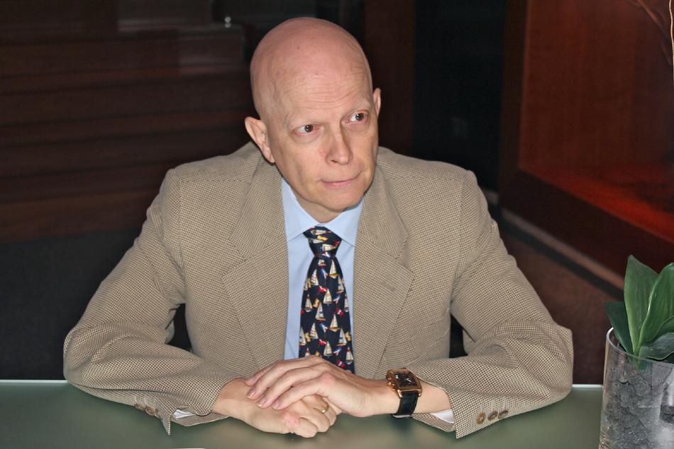 Dr. Enrique Espinosa, miembro de la Junta del Grupo Español Multidisciplinar del Melanoma (GEM) y jefe de Sección del Servicio de Oncología del Hospital Universitario La Paz de Madrid