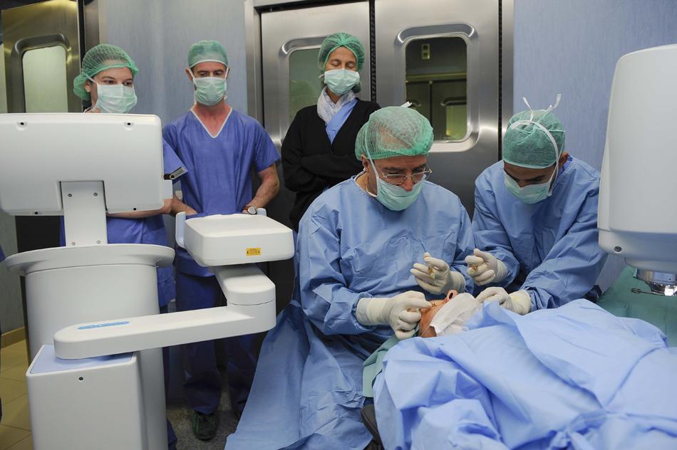 nueva-intervencion-para-el-tratamiento-del-queratocono (4)