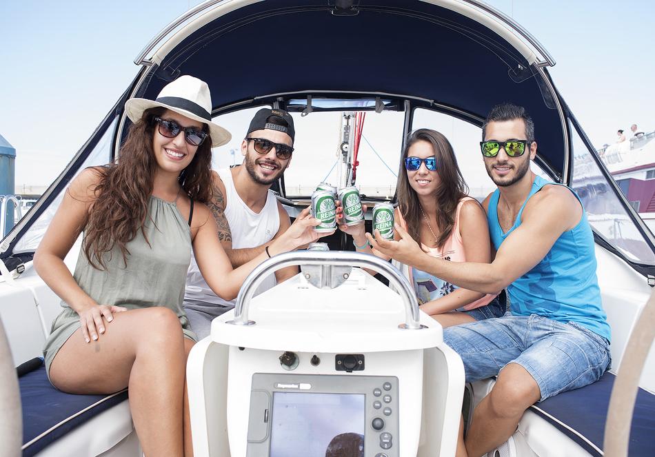 A bordo de un velero con Cerveza Reina