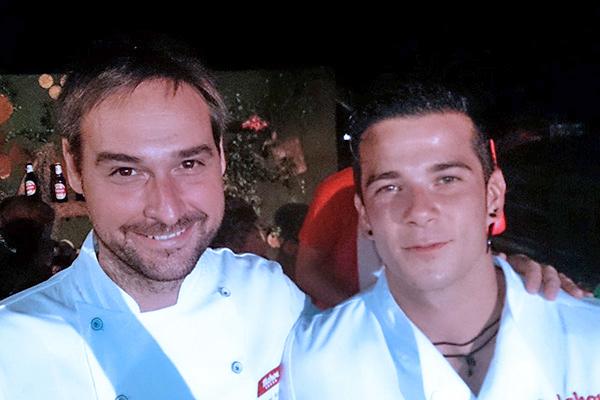 Miguel Ángel de la Cruz y el ganador de Masterchef, Carlos Maldonado, invitados de honor en el hoyo de Mahou